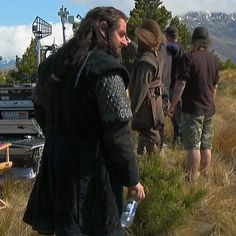 I noticed RA was standing a lot in the bts of hobbit. Then in an interview RA said he felt like he HAD to stand. That that was part of his being in character. So after all his hard work, after all his exertion, after all his taxing work learning the dwarvish and the script by heart, King Richard STANDS even while the camera is NOT on him. What a badass! What a professional!