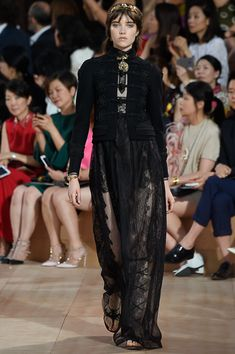 Valentino - Fall 2015 Couture - Look 6 of 60?url=http://www.style.com/slideshows/fashion-shows/fall-2015-couture/valentino/collection/6