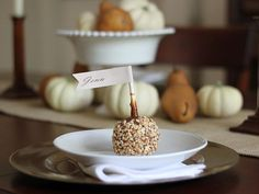 12 Customizable Place Cards for Thanksgiving >> http://www.diynetwork.com/decorating/how-to-make-customizable-thanksgiving-place-cards/pictures/index.html?soc=pinterest