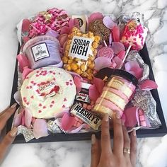 66 Ideas For Diy Food Gifts Ideas Mothers Diy Birthday Gifts For Friends, Birthday Box, Bff Gifts, Friend Birthday Gifts, Cute Gifts, Diy Food Gifts, Creative Gifts, Dessert Boxes, Sweet Box