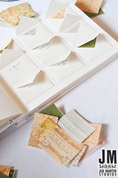 livre d'or original - Note Card guest book. Have each guest write a note, advice, date night idea, etc.