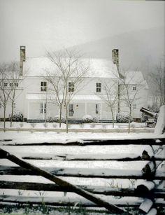 modern white farmhouse in the winter Fresh Farmhouse, Country Farmhouse, Modern Farmhouse, Country Homes, Modern Country, Country Living, Farmhouse Front, Farmhouse Kitchens, Country Life