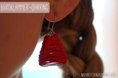 Ohrring aus einer Büroklammer und etwas Garn Austria, Blogging, Drop Earrings, Create, Jewelry, Fashion, Rug Hooking, Threading, Ear Piercings