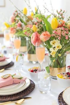How To Throw A Festive AF Easter Brunch On A Budget - - Easter brunch is a good meal to invite your fellow friends and family to celebrate the first days of spring. Here is a list of how to throw a festive AF Easter brunch on a budget. Brunch Party Decorations, Brunch Decor, Brunch Buffet, Table Decorations, Brunch Food, Brunch Recipes, Mothers Day Decor, Mothers Day Brunch, Best Mother's Day Brunch