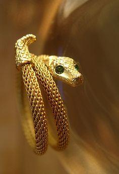 Victorian Mesh snake Snake Ring Green eyed by vintagesparkles