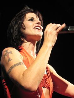 Dolores o' Riordan The Cranberries Zombie, Dolores O'riordan, Best Rock, Female Singers, Great Bands, Music Artists, Rock Bands, Female Celebrities, Celebs