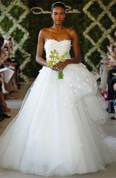Oscar de la Renta 44E50   Ethereal Tulle Wedding Dresses   Get The Look   PreOwnedWeddingDresses.com