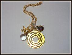 MODELO EXCLUSIVO SILVANA R. ACESSÓRIOS!  Colar corrente delicada dourada com medalha com oração do anjo da guarda, espírito santo e vidrinho de água benta. Lindo e delicado! R$ 36,00