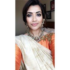 Vithya Hair And Makeup, Hair Styel, Kerala Saree Blouse, Tamil Brides, Tamil Wedding, Beautiful Lips, Bride Look, Girl Face, Dress Code
