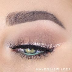 Eye-Catching Rose Gold Eyeshadow Look - 20 Rose Gold Beauty Ideas To Try This Spring - Photos