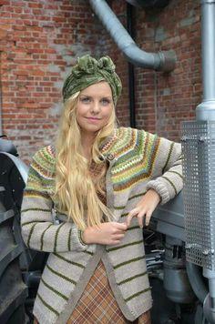 Ravelry: Retrojakke pattern by Kristin Wiola Ødegård Fair Isle Knitting, Knitting Yarn, Hand Knitting, Knitting Sweaters, Harry Potter Knit, Fair Isle Pattern, How To Purl Knit, Sweater Design, Crochet Clothes