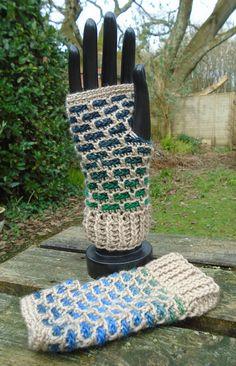 Crochet Wrist Warmers, Crochet Gloves, Arm Warmers, Fingerless Mitts, Brick Patterns, Gifts For My Sister, Double Knitting, Knitting Yarn, Hippie Boho
