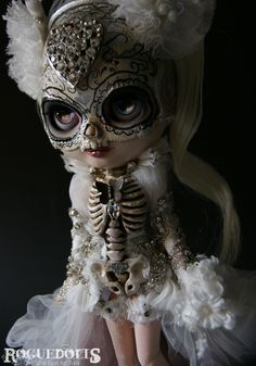 Dia De Los Muertos - OOAK Blythe - Roguedolls. This is the only Blythe doll I've ever seen that I liked!