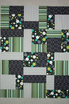 Strip Piecing has variety of iterations with 3 patch sizes, 4 different fabrics. Breaks up the repetition. NICE!