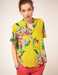 Maison Scotch Hawaii Print Shirt at ASOS. Young Fashion, Daily Fashion, High Fashion, Crepe Fabric, Silk Crepe, Camisa Vintage, Tropical Outfit, Hawaii Style, Style Guides