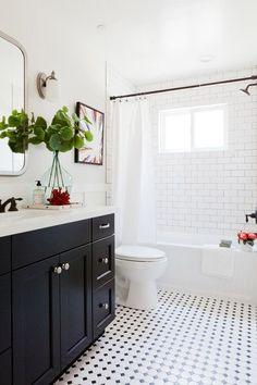 Black and white tile bathroom with a dresser gymnast .Black and white tile bathroom with a dresser gymnast . - Bad Black dresser subwaytiles Tile Black and white bathroom with Ideas Baños, Tile Ideas, Decor Ideas, Decorating Ideas, Backsplash Ideas, Interior Decorating, Interior Designing, Decorating Websites, Subway Tile Showers