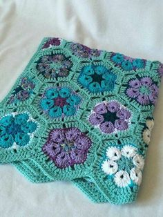 67 Ideas For Crochet Blanket Granny Square Color Combos African Flowers Crochet Afghans, Grannies Crochet, Crochet Squares Afghan, Crochet Blanket Patterns, Crochet Motif, Baby Blanket Crochet, Crochet Stitches, Crochet Baby, Knitting Patterns
