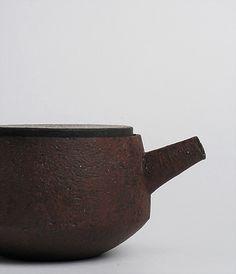 Teapot by Takeshi Omura, via Analogue Life