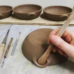 Most up-to-date Photographs slab Ceramics simple Ideas Simple tool joy. Pottery Tools, Slab Pottery, Ceramic Pottery, Ceramic Techniques, Pottery Techniques, Ceramic Tools, Ceramic Clay, Ceramic Studio, Slab Ceramics