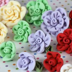 Fabric Roses Blooms and Leaves perfect for cake decorating fondant cakes.   CaljavaOnline
