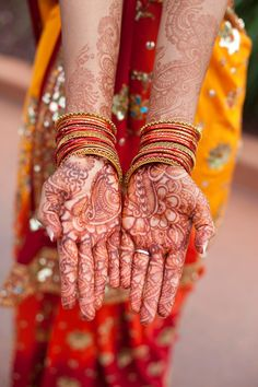 pretty wedding sari + bride's henna | Hindu Wedding | Jenny Tenney Photography
