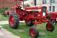 pics of the past - photos anciennes - Alte fotos - Page 51 International Tractors, International Harvester, Antique Tractors, Vintage Tractors, Tractor Pictures, Farmall Tractors, Classic Tractor, Case Ih, Down On The Farm