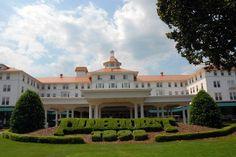 Carolina Hotel in Pinehurst, NC / #pinehurst #pinehurstnc #lauramorgan / Source: http://www.onlyinyourstate.com/north-carolina/historic-hotels-in-nc/