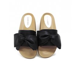 Summer holidays here we come with these fabulous bow sandal slippers! Perfect for strolling through the summer sun. Bow Sandals, Slippers, Spring Summer, Bows, Boutique, Fashion, Arches, Moda, Sneakers