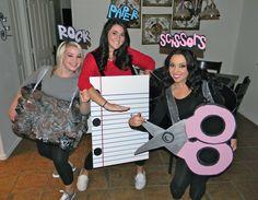 Mädchen in Kostüme von Stein-Schere-Papier