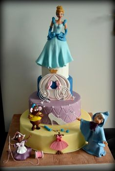 @Rhiannon Dunn Dunn Kelso Cinderella Cake Doodle has to have this Rhi.