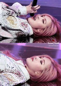 BLACKPINK 블랙핑크 Rosé Inkigayo #beauty ❤ she's so perfect I need to go, I'm getting emotional now, bye.
