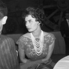 Beautiful pearl jewelry - luscious pearl photos - pearls-sophia-loren.jpg