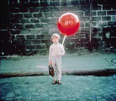 kid with single balloon