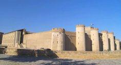 Conoce el Palacio de la Aljafería, su accesibilidad y su historia, un recorrido accesible por uno de los monumentos árabes mejor conservados del mundo.
