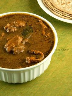 Authentic Goan chicken curry is a spicy chicken curry from Goa Cuisine/Konkan. Goan Chicken Curry is very easy to prepare in 30 minutes if you have onion Goan Chicken Curry, Spicy Chicken Curry Recipes, Chicken Sauce Recipes, Indian Chicken Recipes, Goan Recipes, Sauce For Chicken, Chicken Gravy, Spicy Recipes, Indian Food Recipes