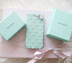 Breakfast at Tiffany's phone case???!!! Need!!