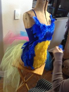 My daughters Halloween costume ... Kevin the bird from the Pixar movie up ! Up Halloween Costumes, Up Costumes, Family Costumes, Disney Costumes, Halloween Kostüm, Halloween Birthday, Holidays Halloween, Halloween Themes, Costume Ideas