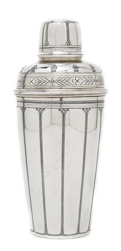 Sterling Silver Cocktail Shaker, Tiffany & Co., silver design *An American Sterling Silver Cocktail Shaker, Tiffany & Co. Retro Vintage, Vintage Bar, Vintage Silver, Antique Silver, Vintage Cutlery, Vintage Decor, Cocktail Shaker, Don Perignon, Juke Box
