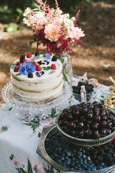 berry + floral cake + spring entertaining outside