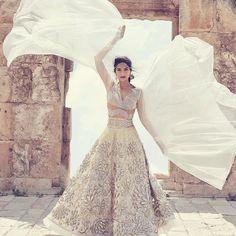 Ideas white wedding lengha bridal lehenga bollywood - New Ideas Indian Bridal Wear, Indian Wedding Outfits, Bridal Outfits, Indian Outfits, Bride Indian, Mode Bollywood, Bollywood Fashion, Bollywood Style, Bollywood Bridal