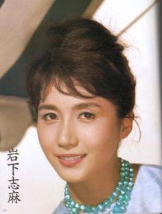 1970年『その人は女教師』(共演:岩下志麻)で映画デビューを果たす。