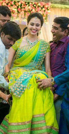 Kerala Saree Blouse Designs, Wedding Saree Blouse Designs, Half Saree Designs, Wedding Sarees, Half Saree Lehenga, Saree Gown, Bridal Dupatta, Kids Blouse Designs, Wedding Saree Collection