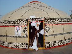 KIRGIZ ÇADIRI BOZÜY KORUMA ALTINA ALINDI.   UNESCO; Paris'te gerçekleştirdiği Somut Olmayan Kültürel Miras Komitesi toplantısında, Orta Asya halklarının bugünde kullandığı geleneksel ev bozüyü de koruma altına aldı. Bozüy, Kırgızistan ve Kazakistan'ın birlikte sunduğu dosyayla kültür mirası listesine alındı.