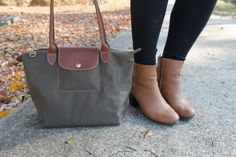 THIS is my all time favorite bag I've ever purchased! The Longchamp Le Pliage nylon tote bag in Taupe. It's a light weight bag in a neutral color (it comes in 12 colors) that goes with … Fashion Bags, Fashion Trends, Preppy Fashion, Preppy Outfits, Ankle Boots With Jeans, What In My Bag, Nylon Tote Bags, Southern Marsh, Southern Tide