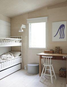 A beautiful back-to-basic monochrome Finnish cabin. Minna Jones / Time of the Aquarius.