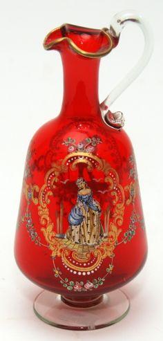 SALVIATTI Delicada licoreira executada em Murano e decorada a mão. Itália, séc. XX. 20 cm de altura.