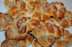 Mucenici moldovenesti My Favorite Food, Favorite Recipes, Pizza Wraps, Romanian Food, Pastry Cake, Bread Rolls, Bon Appetit, Macaroni And Cheese, Sweet Tooth