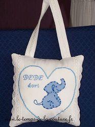 coussin porte carré blanc bleu elephant