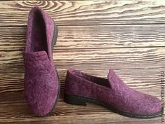 Купить или заказать Мокасины валяные (Готовая работа) в интернет-магазине на Ярмарке Мастеров. Мокасины валяные,ручная работа. Вот и пришла долгожданная весна)! Первым делом хочется переодеться во что-то яркое, и снять с ног тяжелую зимнюю обувь. Представленные мокасины-очень легкие,мягкие и комфортные! Ножки не замерзнут в раннее время суток,когда вы идёте на работу,ведь погода ещё такая неустойчивая,и даже,находясь в мокасинах весь день в помещении,вам будет уютно в них.
