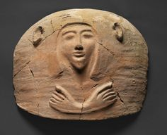 Lid of anthropoid sarcophagus, Tel Shadud, 13th century BCE, pottery. Collection of Israel Antiquities Authority. Photo © The Israel Museum, Jerusalem, by Elie Posner